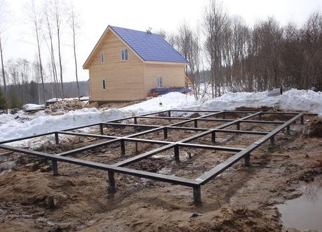 Винтовой фундамент зимой 6х7